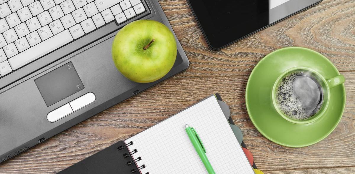 Computer and desktop