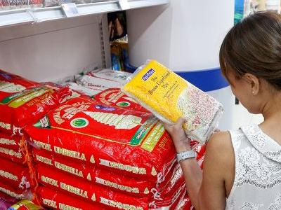 A Singaporean shopper buying brown rice
