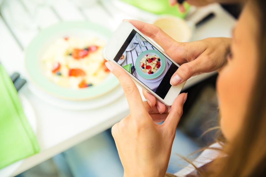 FoodPhotographySmartPhone_90282615_S copy.jpg
