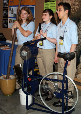 Bicycle-driven threshing machine by Teen Technology